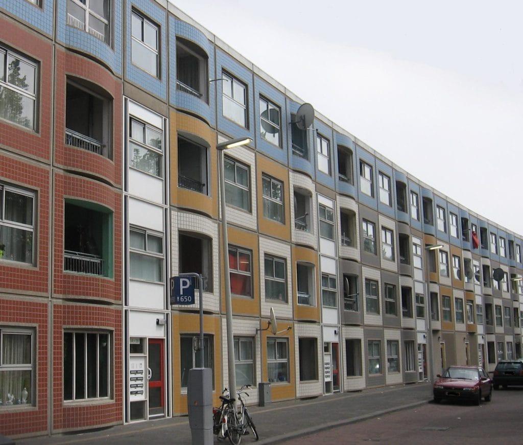 Groot onderhoud aan de Peperklip te Rotterdam