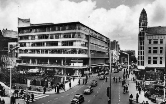 Houses Modernes in 1950 (Galeries Modernes)